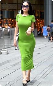 少妇长裙美胸肥臀,不知道被哪个男人滋润那么好