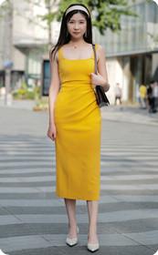 黄裙甜美的美女