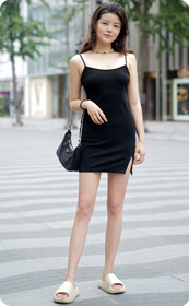 勾人的黑裙少妇