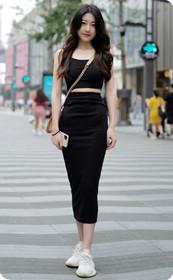 黑裙气质美女