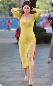 黄色连衣裙少妇拨弄头发,少妇撩发少年狂!