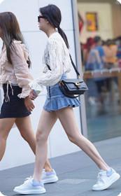 美女姐妹花超短热裙,你还有别的想法吗?