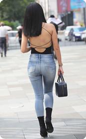 黑色衣服包裹不住完美身材,一个背部让你不想别处!