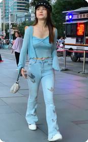 浅蓝色的套装姐姐身材爆好,哪个男人不喜欢啊!