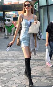 长腿美女笑容灿烂,身材高挑真的可以为所欲为!