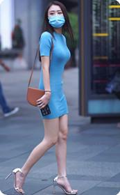 紧身裙美女蓝裙惊艳,街上回头率必定百分百