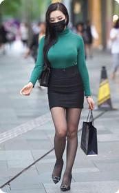 翘臀黑丝美女身材有料,完美的少妇身材让我心驰神往!