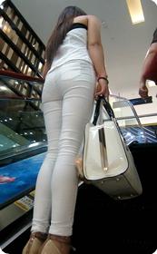 看到这样性感的包臀牛仔裤,我就想彪她一裤子
