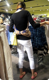 身材超赞的白色牛仔裤少妇,有没有欲望来一发