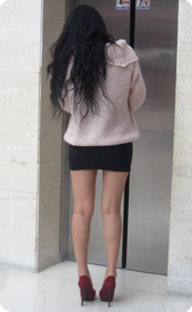 街拍超短裙性感美腿女王,丰满身材尤为性感