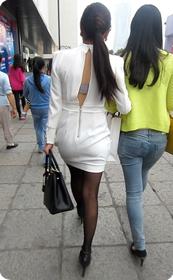 黑丝翘臀少妇加紧身牛仔裤少妇,哪个你更喜欢