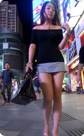 街拍超短裙美眉,人靓身材也好