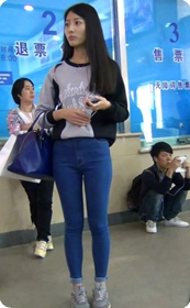 清纯气质蓝色紧身裤漂亮美眉