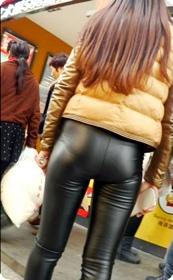 紧身皮裤美女这紧绷感你绝对喜欢