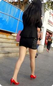 短裙工作装美女一枚,翘臀白皙长腿十分性感
