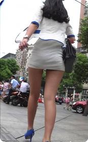 白色超短裙美女少妇裙子是真的不能再短了