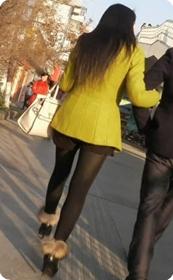 小热裤黑丝美女少妇身材火辣丰满