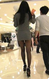 极品黑丝大长腿美女的裙子太短了