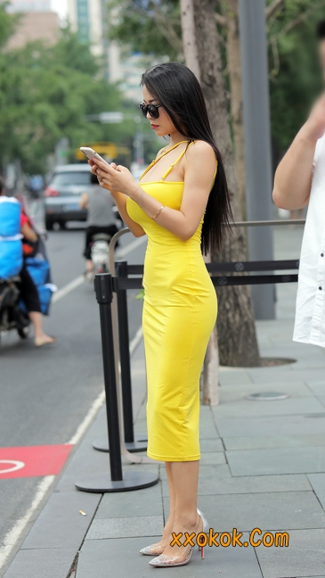 街拍极品紧身裙少妇,让人流鼻血11