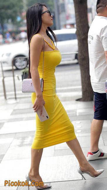 街拍极品紧身裙少妇,让人流鼻血3
