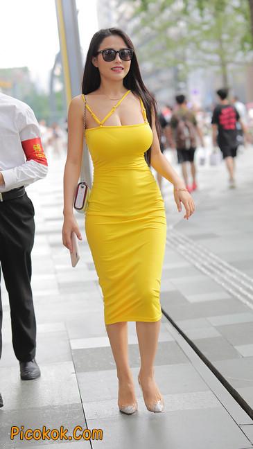 街拍极品紧身裙少妇,让人流鼻血7