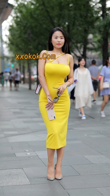 街拍极品紧身裙少妇,让人流鼻血8