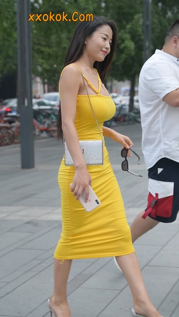 街拍极品紧身裙少妇,让人流鼻血21