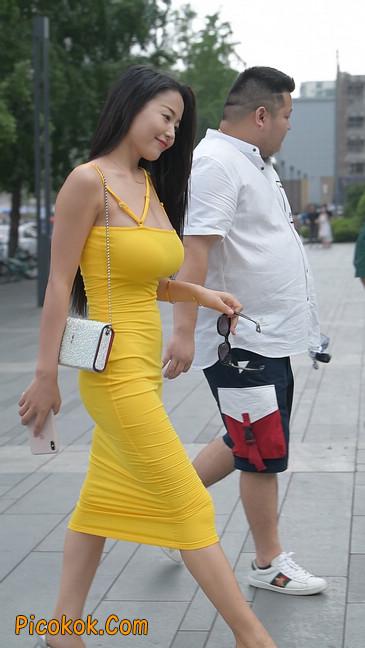 街拍极品紧身裙少妇,让人流鼻血22