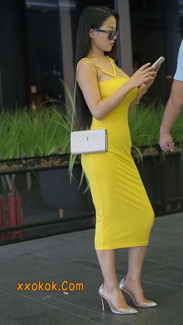 街拍极品紧身裙少妇,让人流鼻血35