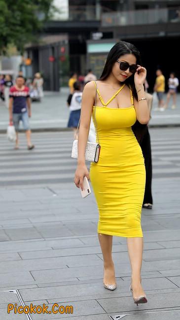 街拍极品紧身裙少妇,让人流鼻血14