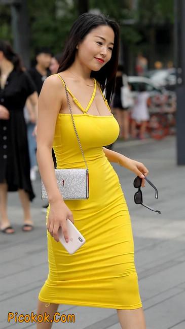 街拍极品紧身裙少妇,让人流鼻血16