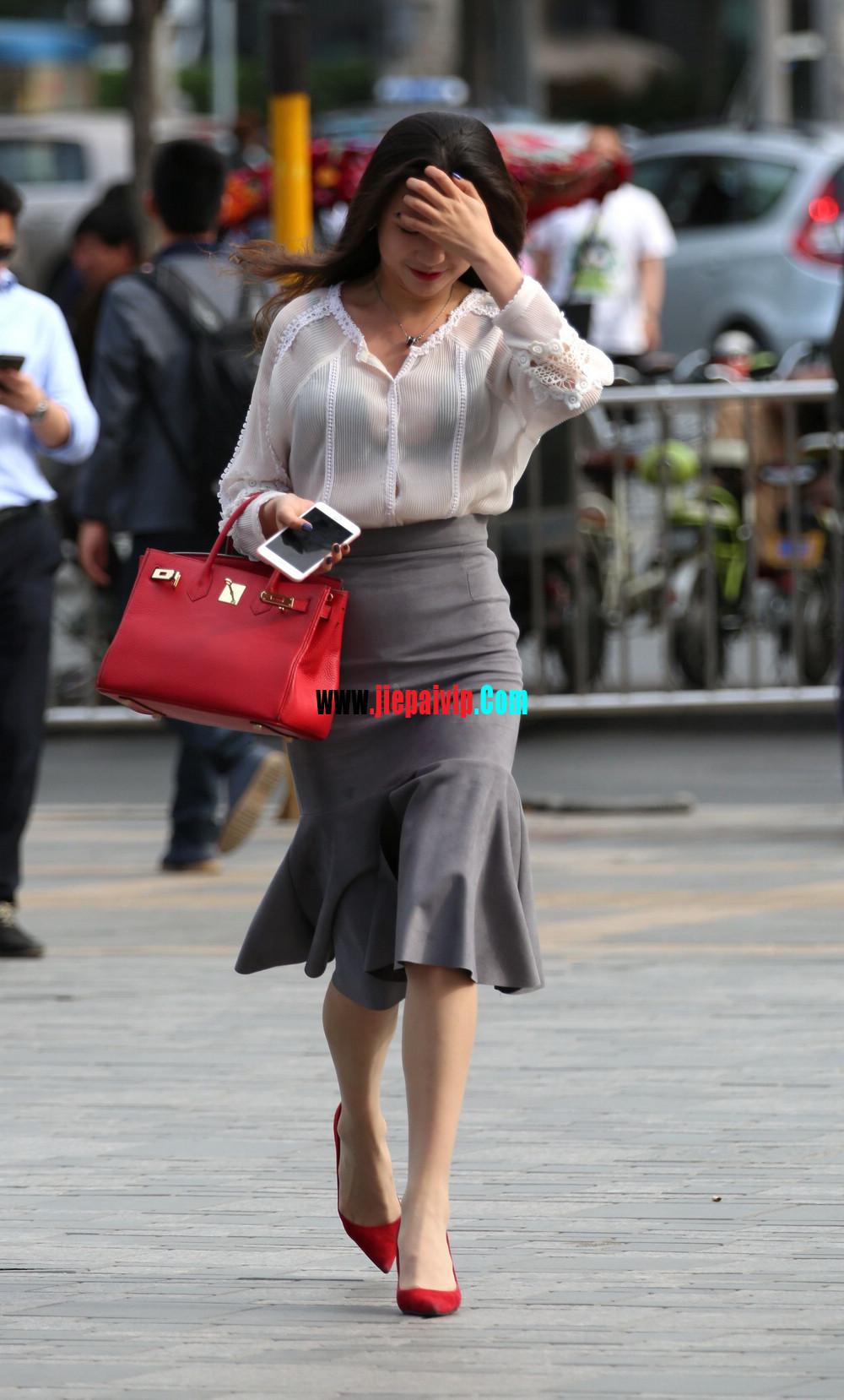 街拍气质美女,上衣太透明,胸罩都露出来了,这女的真敢穿14
