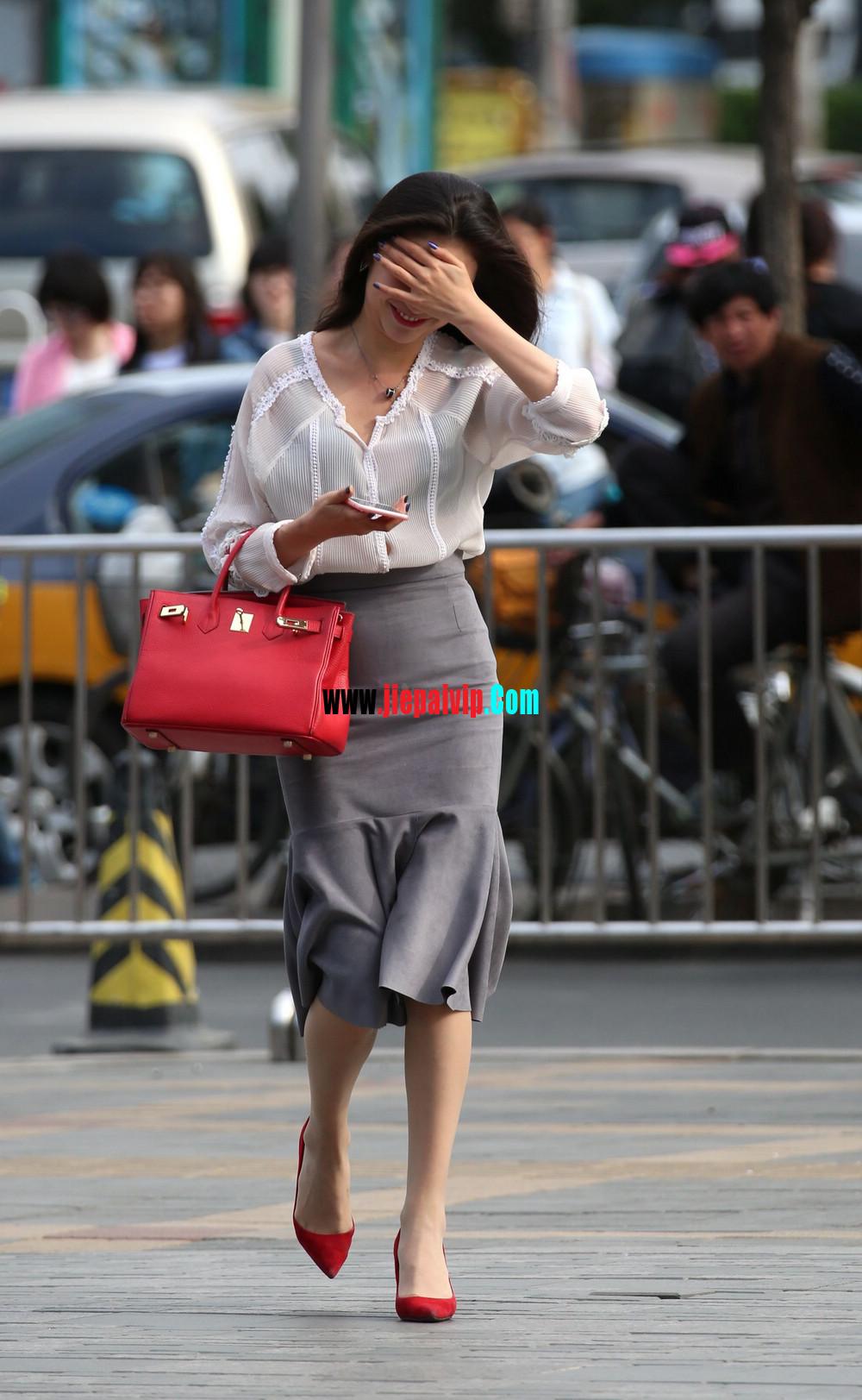 街拍气质美女,上衣太透明,胸罩都露出来了,这女的真敢穿15