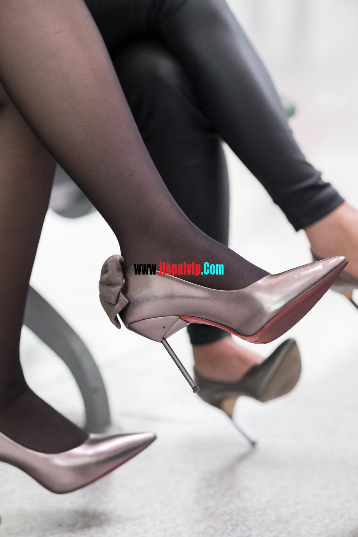 街拍候机的丝袜高跟鞋少妇,太勾引人了5
