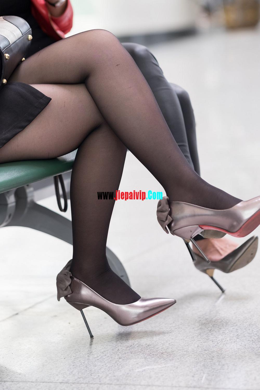 街拍候机的丝袜高跟鞋少妇,太勾引人了6