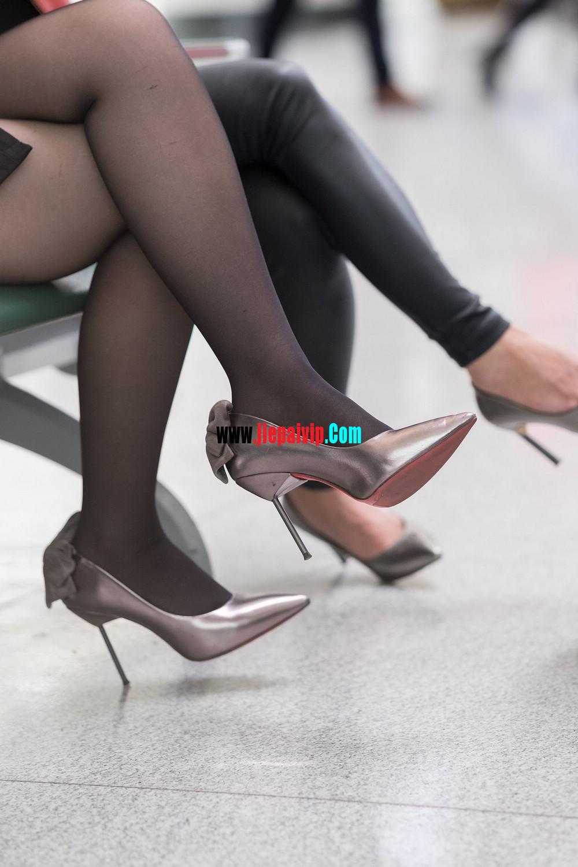 街拍候机的丝袜高跟鞋少妇,太勾引人了7
