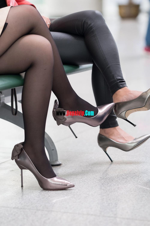 街拍候机的丝袜高跟鞋少妇,太勾引人了11