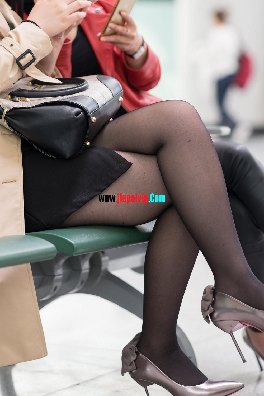 街拍候机的丝袜高跟鞋少妇,太勾引人了13