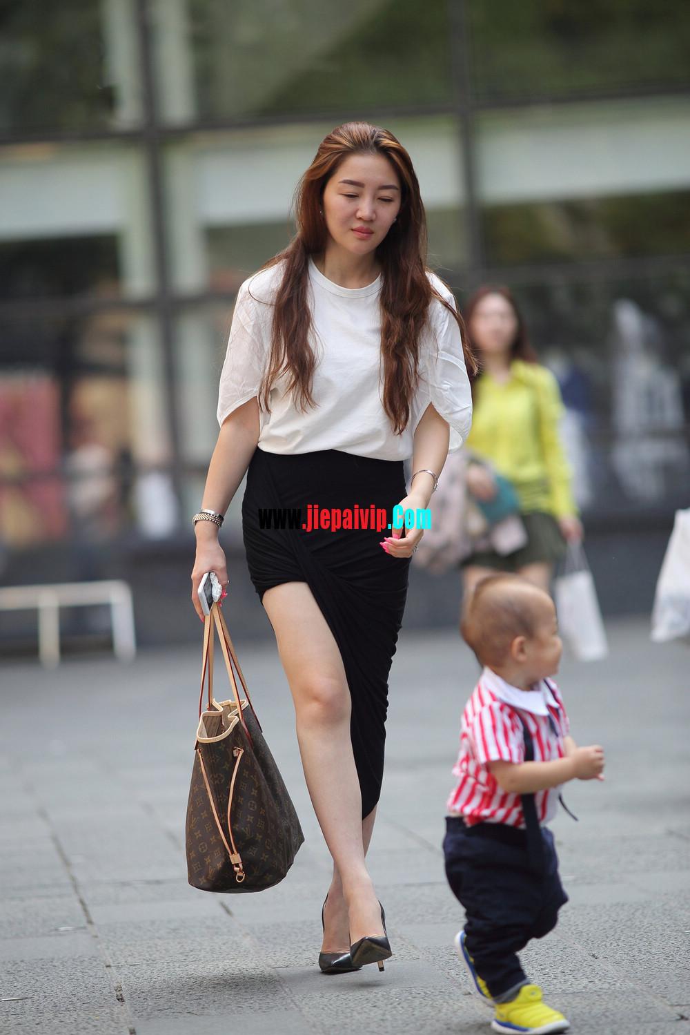 生了小孩的少妇最有魅力,美臀黑裙美腿高跟少妇1
