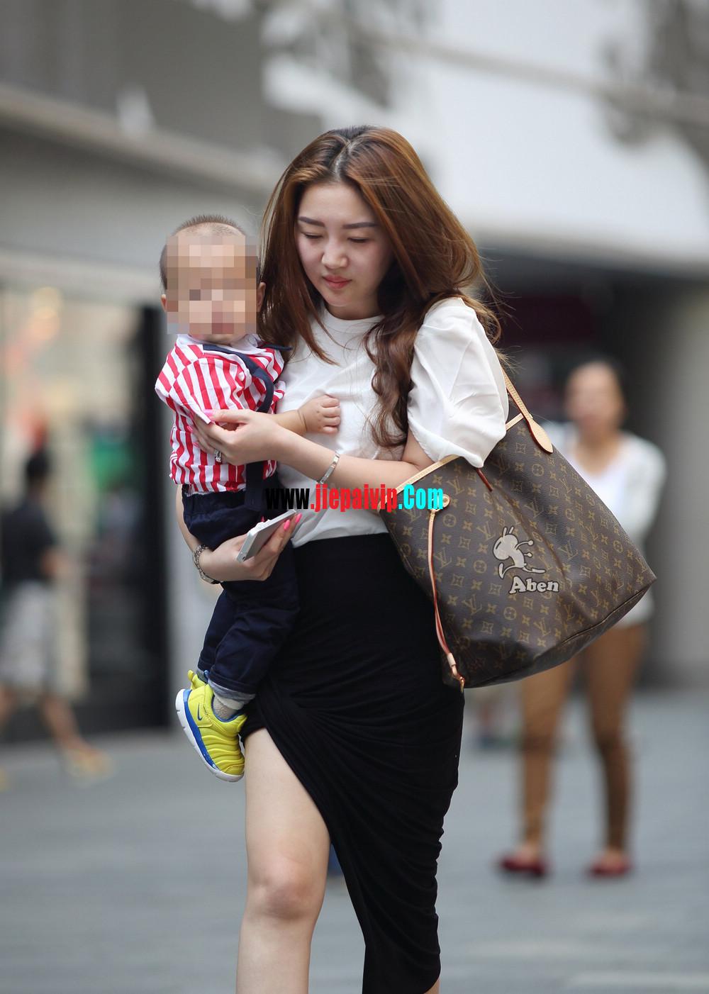 生了小孩的少妇最有魅力,美臀黑裙美腿高跟少妇3