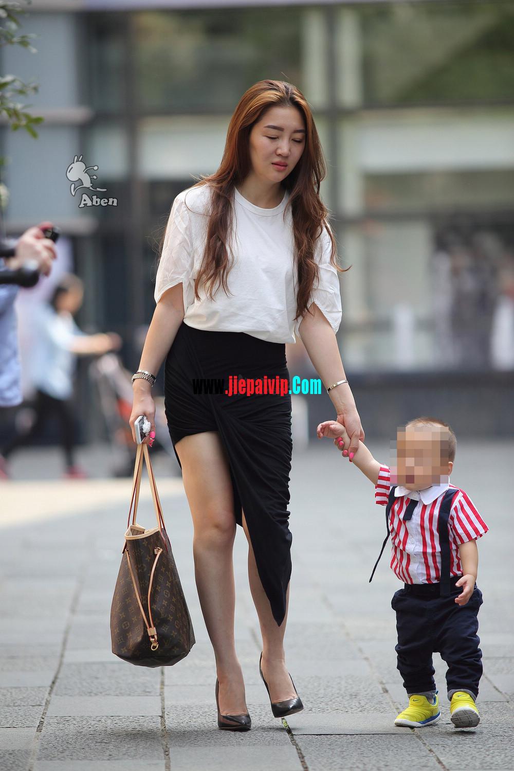 生了小孩的少妇最有魅力,美臀黑裙美腿高跟少妇4