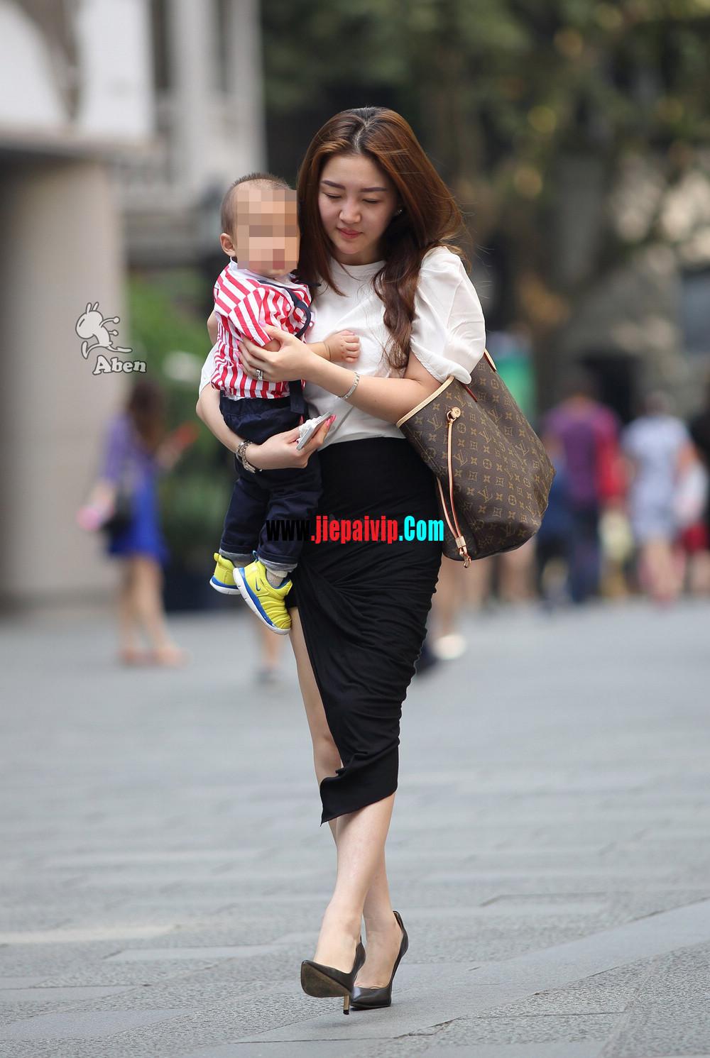 生了小孩的少妇最有魅力,美臀黑裙美腿高跟少妇9