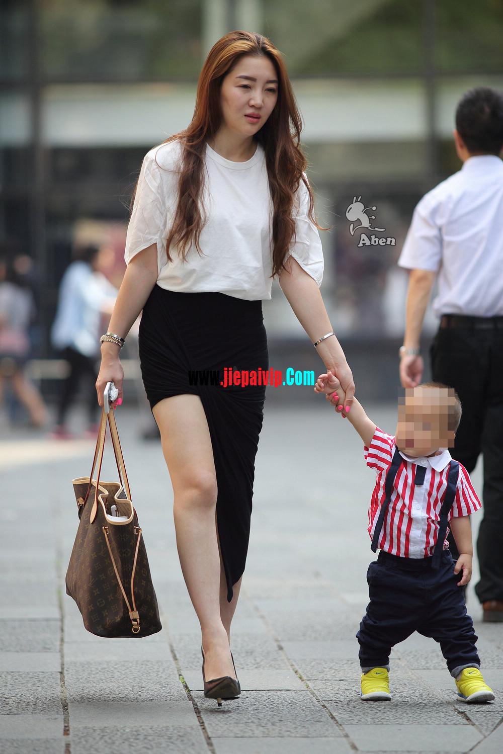生了小孩的少妇最有魅力,美臀黑裙美腿高跟少妇12