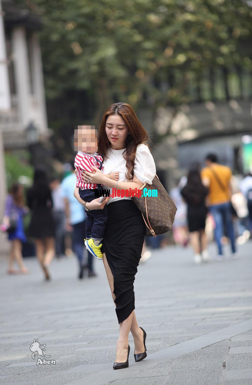 生了小孩的少妇最有魅力,美臀黑裙美腿高跟少妇13