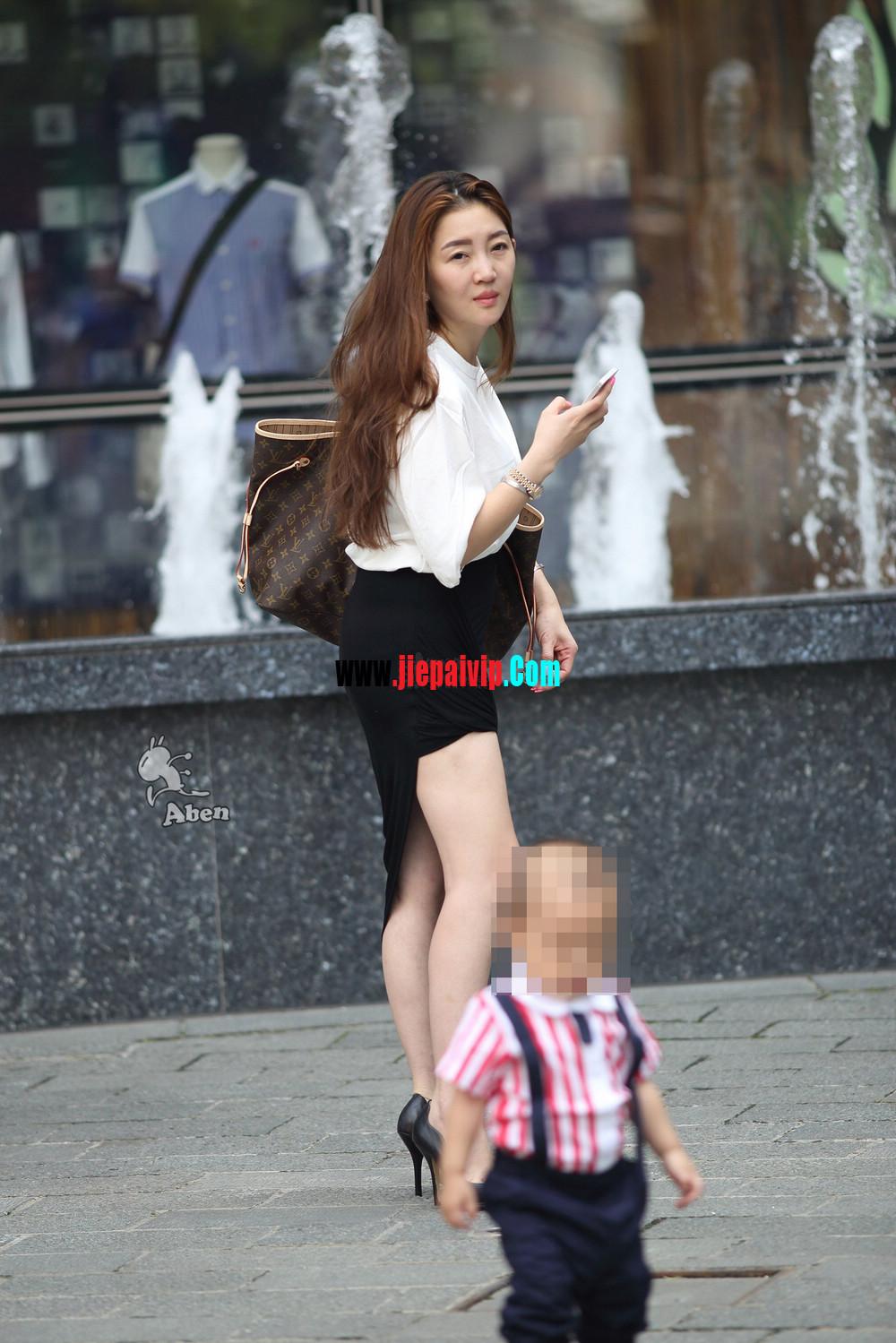 生了小孩的少妇最有魅力,美臀黑裙美腿高跟少妇14