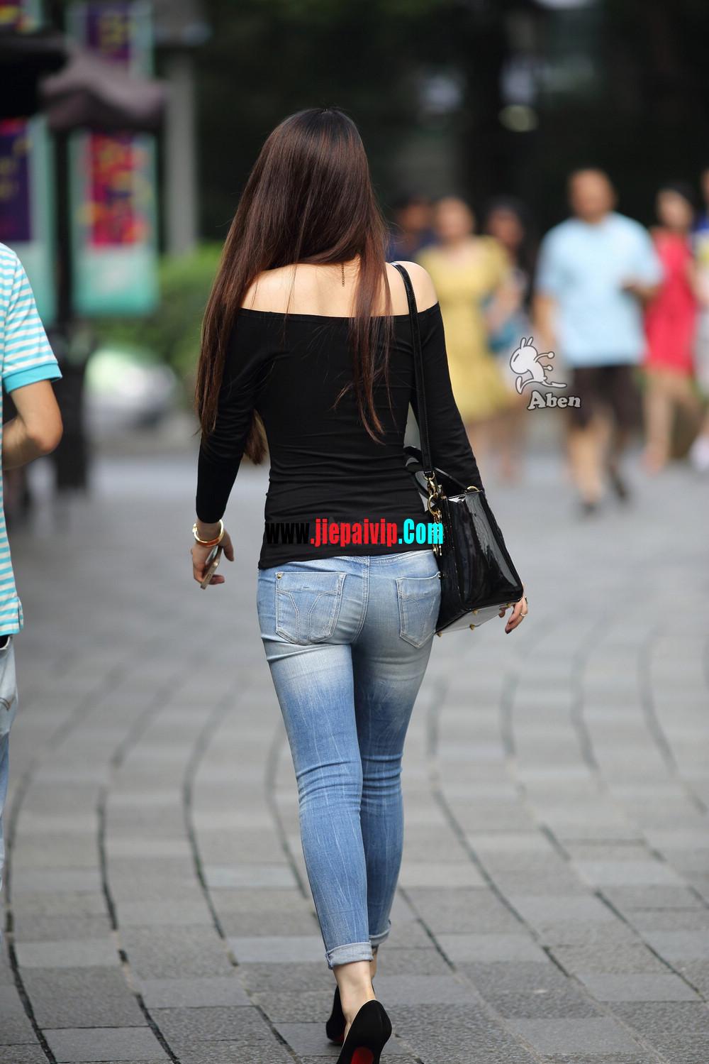 街拍紧身牛仔翘臀,黑色性感高跟鞋气质美女3
