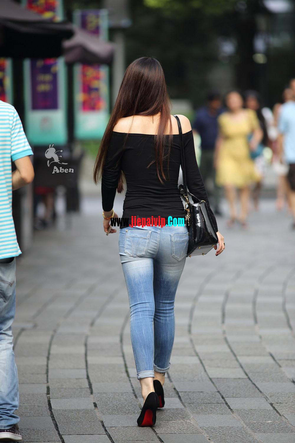 街拍紧身牛仔翘臀,黑色性感高跟鞋气质美女13