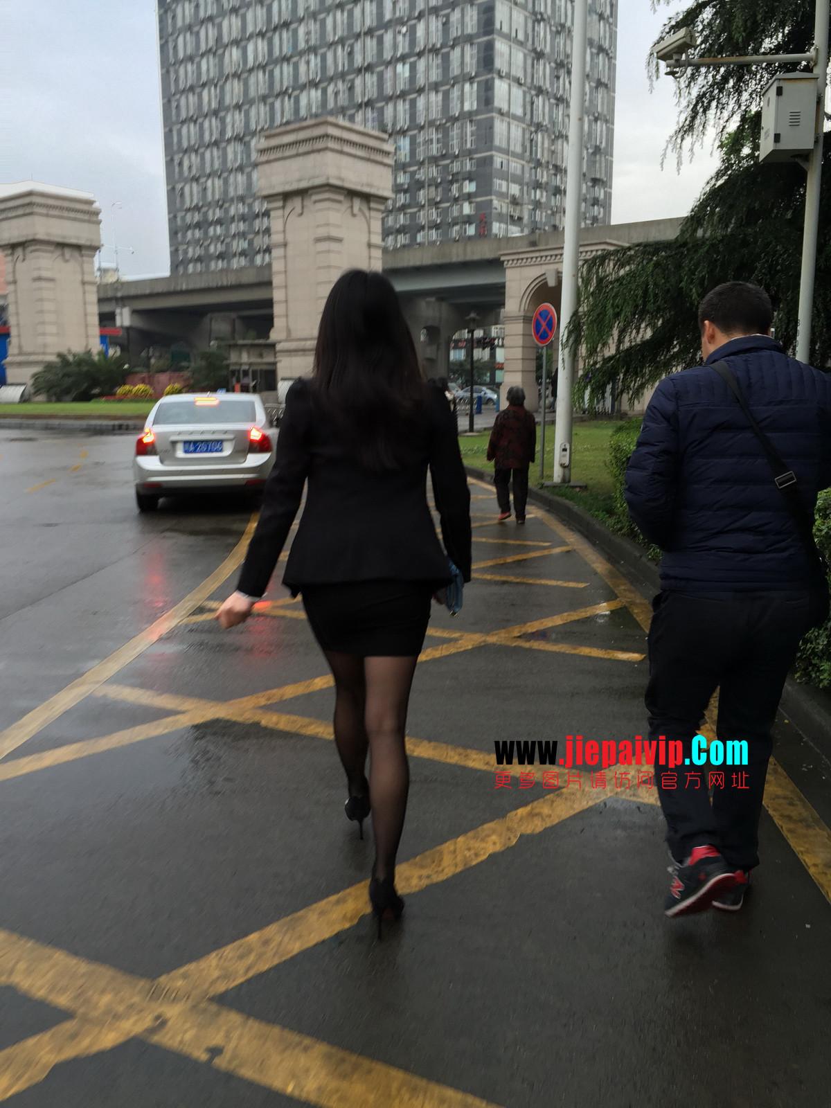 街拍职业OL美女,黑丝高跟,短裙包臀50