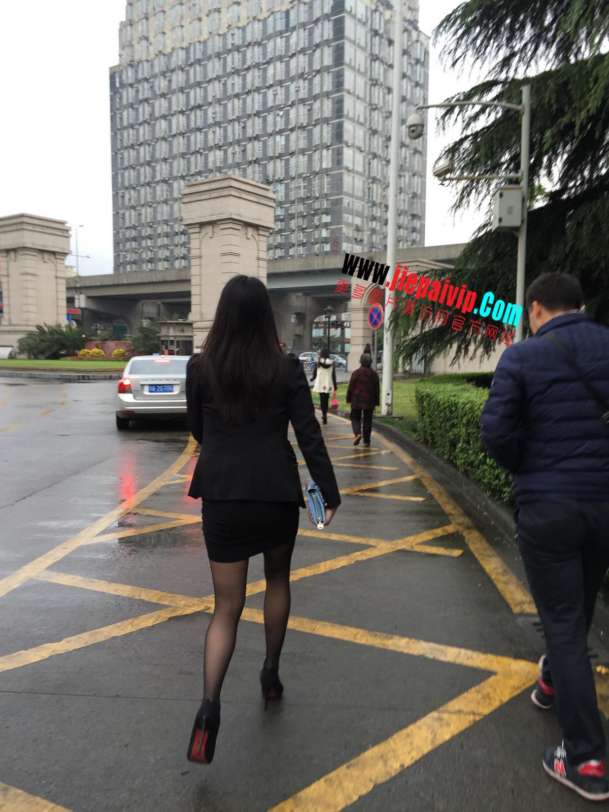 街拍职业OL美女,黑丝高跟,短裙包臀56