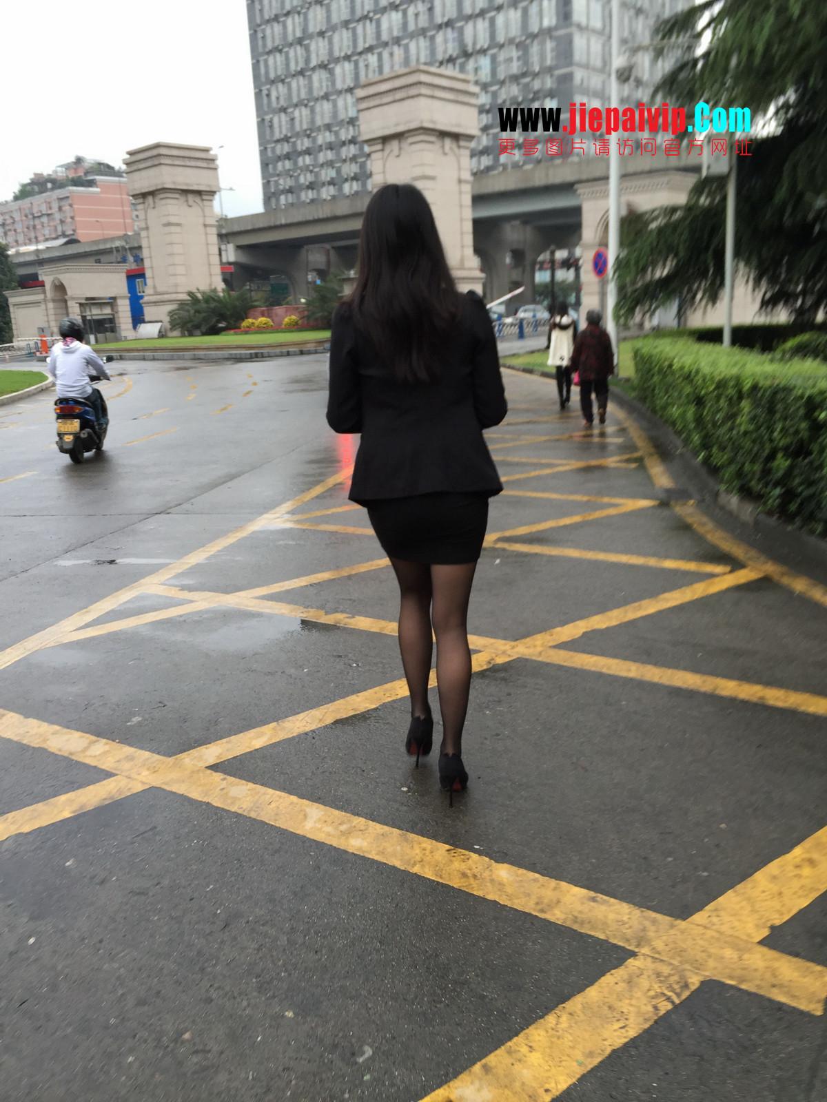 街拍职业OL美女,黑丝高跟,短裙包臀60